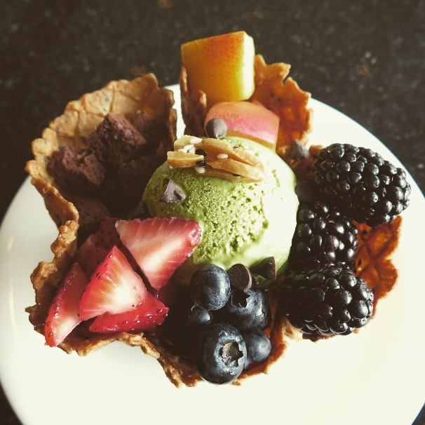 The place's pride and joy: freshly made waffle cone, homemade green tea ice cream (well, they are Japanese chain) with fresh fruits and berries. Swell!